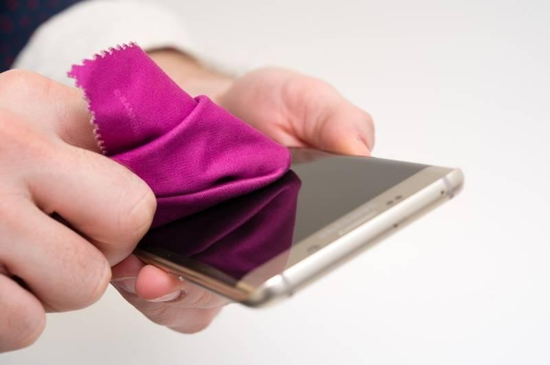 como limpiar pantalla smartphone